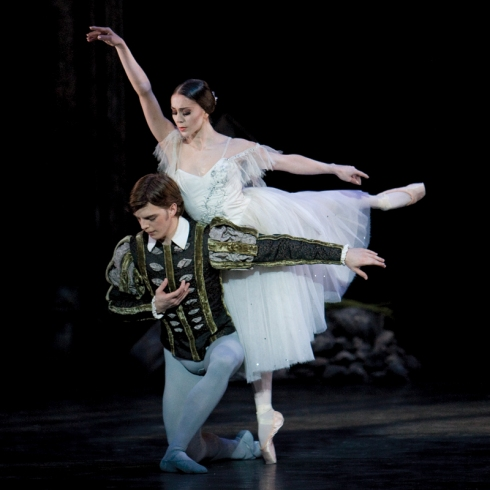 Ambra Vallo and Joseph Caley; photo: Bill Cooper
